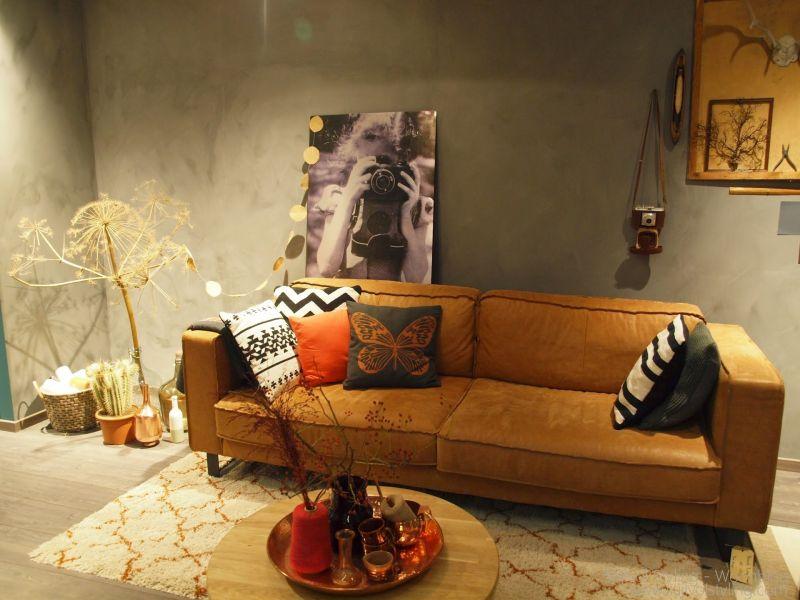 Interieur woonkamer inrichten in de stijl 39 robuust retro eenvoud 39 stijlvol styling - Deco salon warme kleur ...